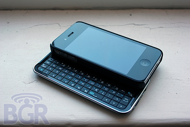 Get a keyboard on your iPhone 4 with Boxwave's Keyboard Buddy case